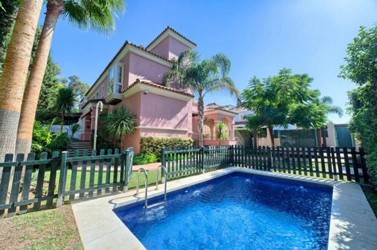 Villa with private pool in Lorea Playa