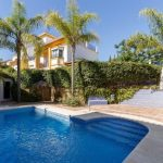 Corner townhouse in San Pedro. Ideal as a house for a big family