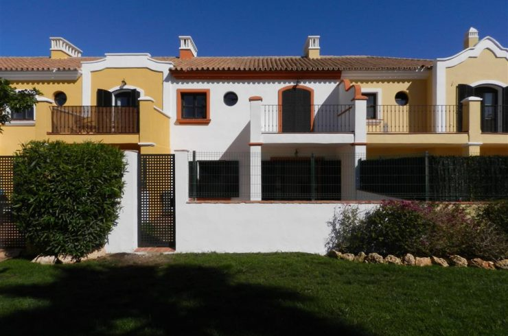 Beautiful terrace house in Villas y Golf