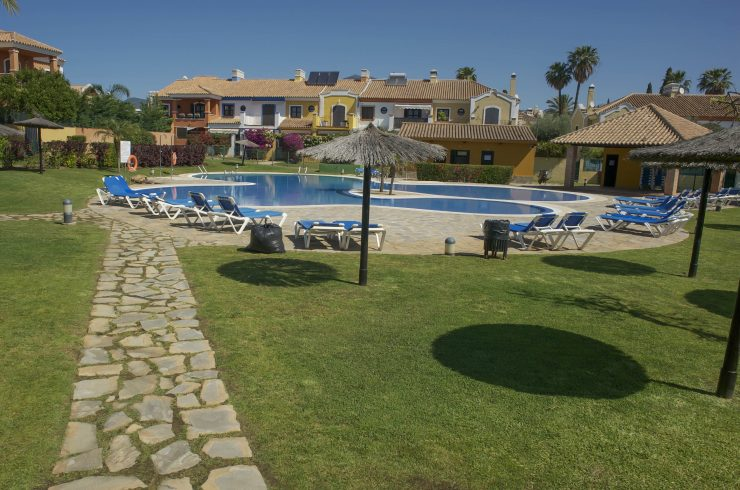 Terrace townhouse in Guadalmina Alta. Ideal for families