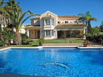 BEAUTIFUL VILLA IN ELVIRIA