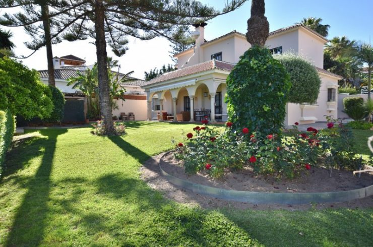 Villa in Alta Vista close to San Pedro village with a large mature garden