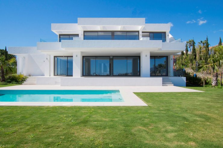 Beautiful contemporary villa in Los Flamingos. Estepona