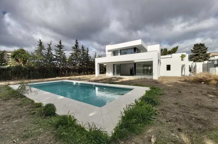 Contemporary villas in Estepona