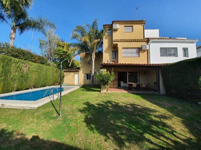 Preciosa pareada con piscina privada y jardín cerca de Puerto Banús