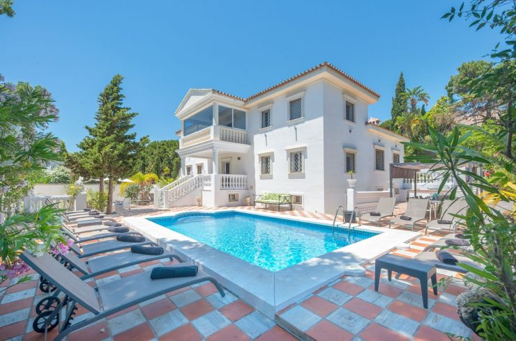 Classic villa in Hacienda las Chapas in Marbella. Ideal for families or big groups