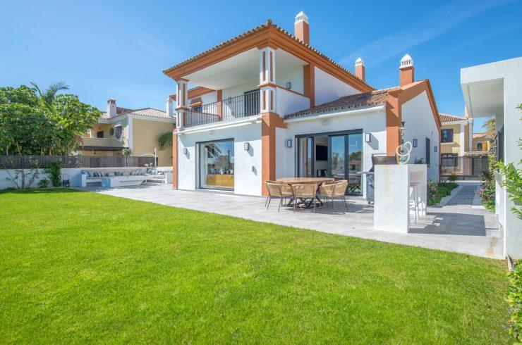 Detached villa in a gated community in Guadalmina