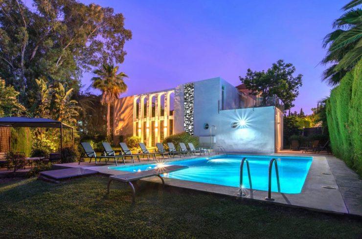 Beautiful villa in Las Brisas with a large garden